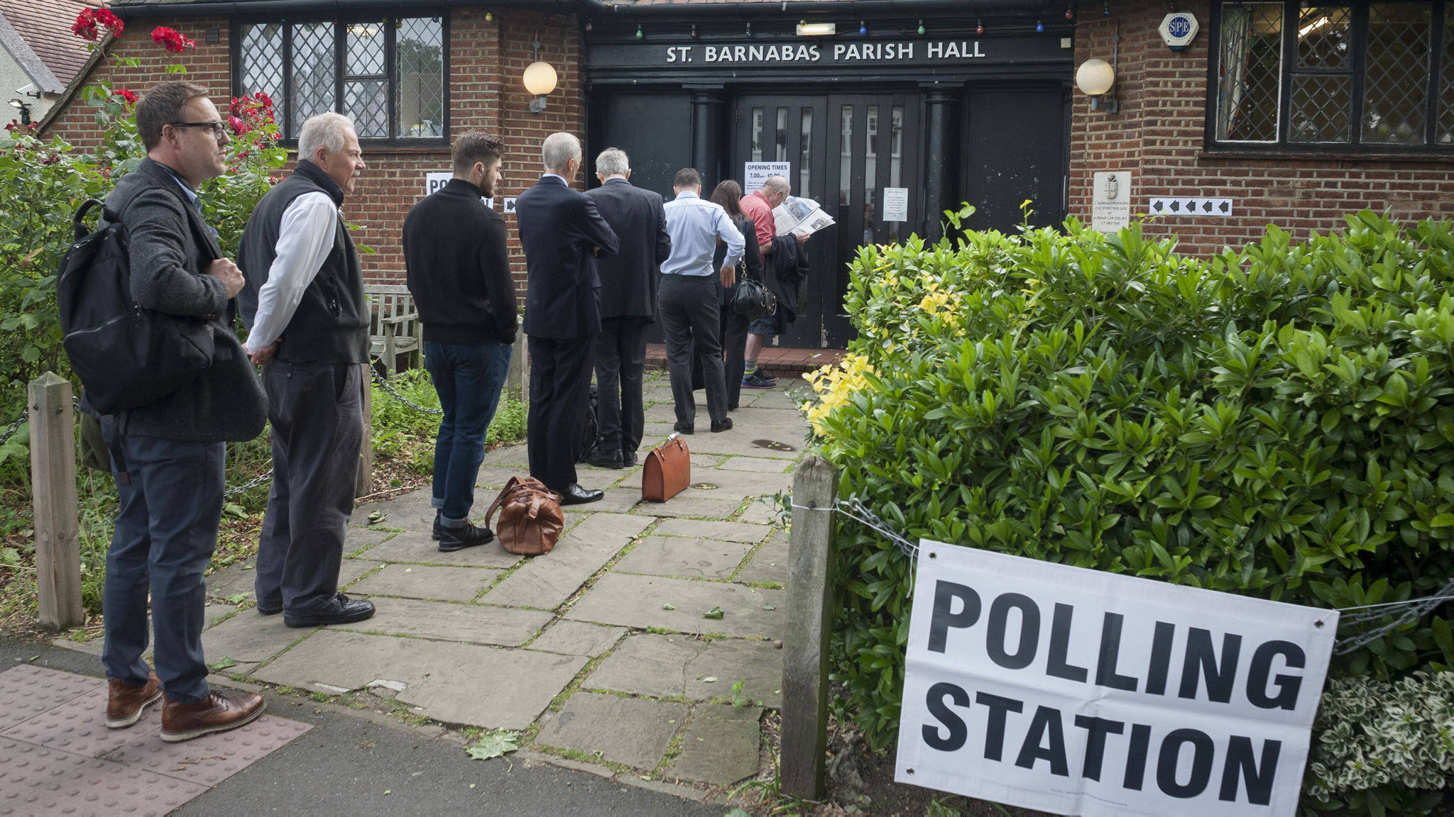 Car trunk used instead of ballot box in elections in British Oxford