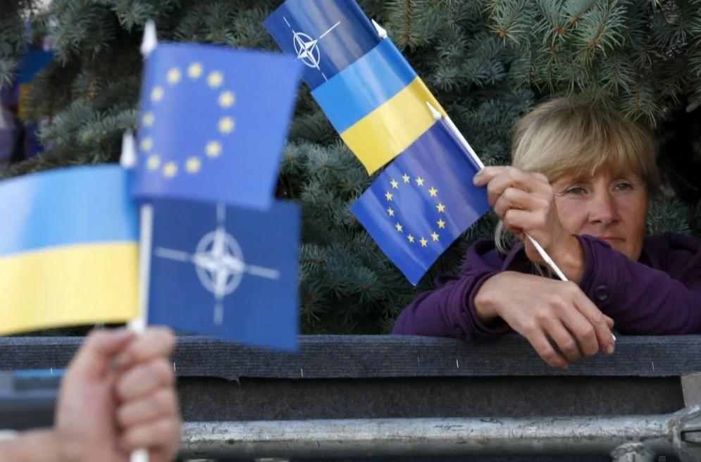 Poll shows half of Ukrainians support NATO and EU membership