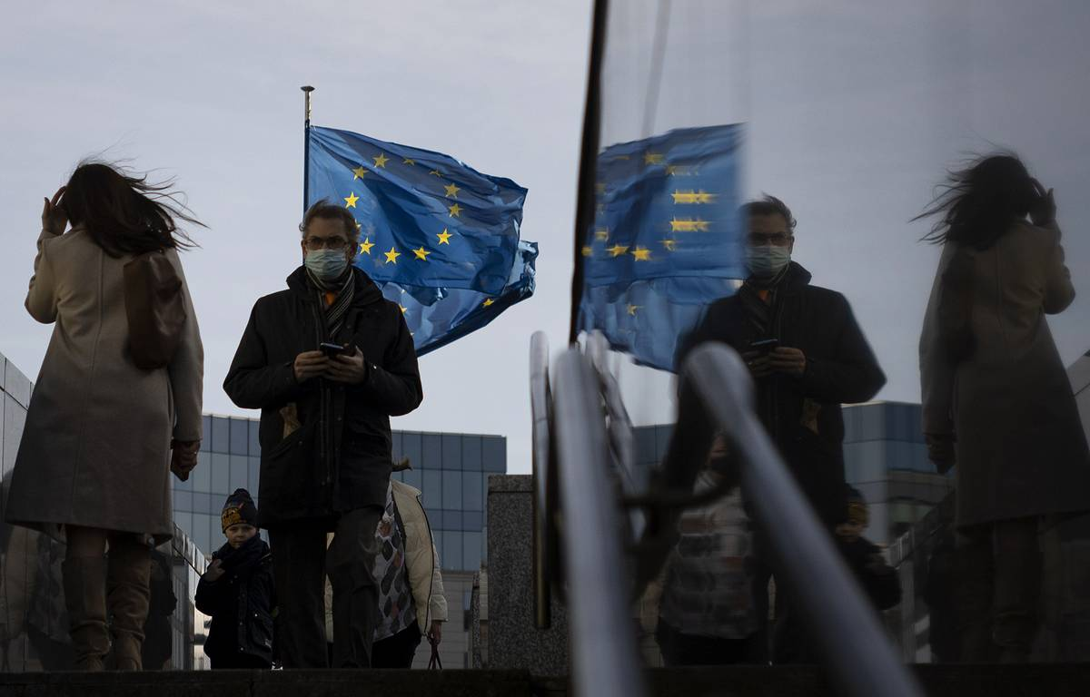 French Foreign Ministry said new measures against Russia will be discussed at the EU summit