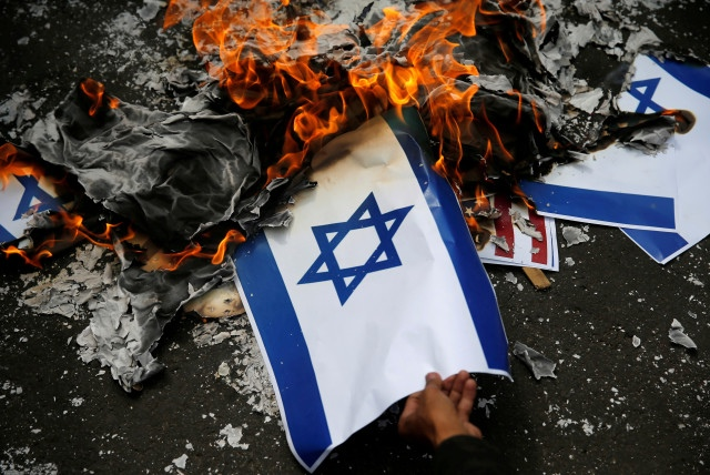 Flags of Israel burned in front of synagogues in Germany