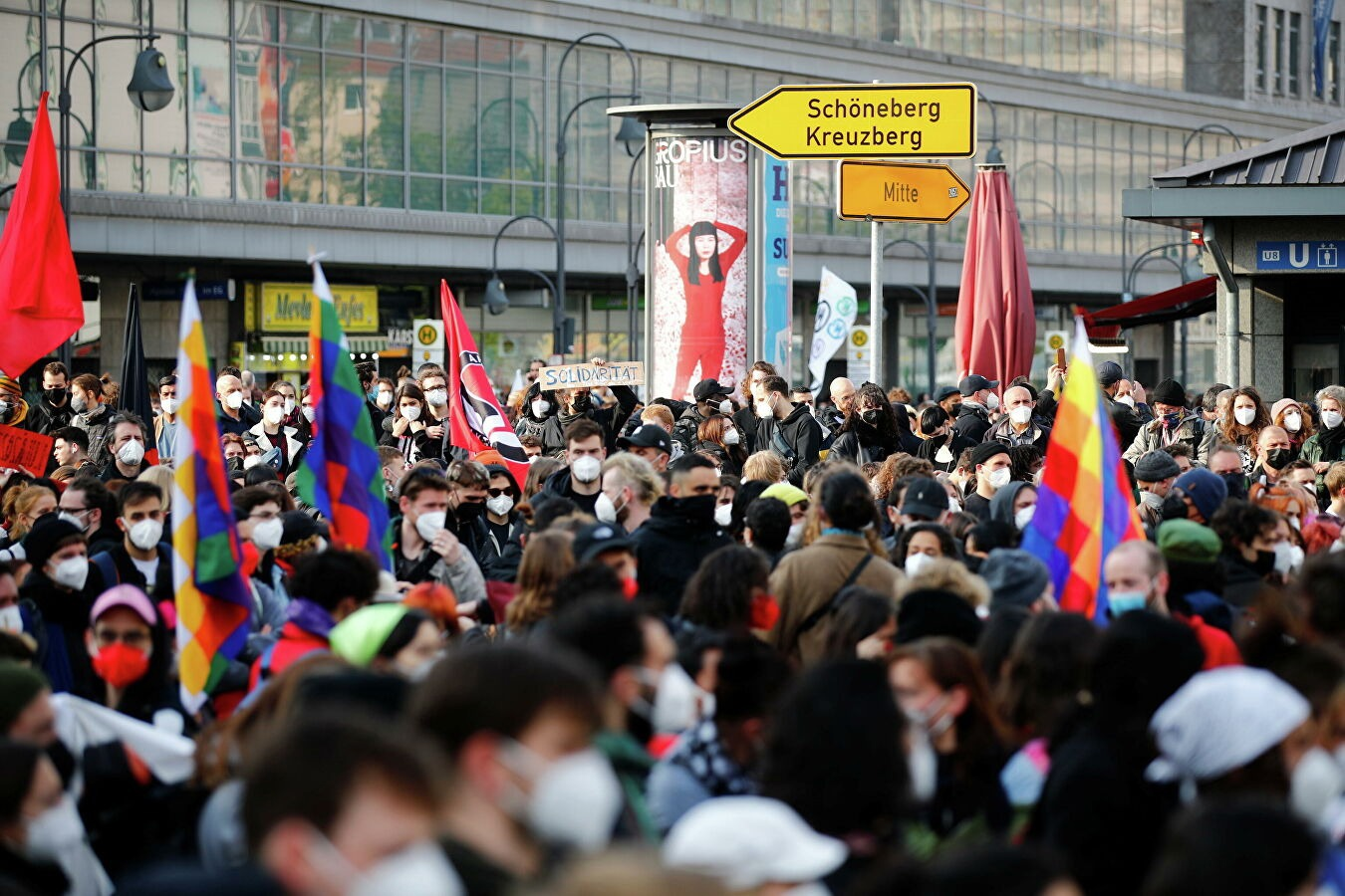 More than 200 people detained at May Day demonstration in Berlin