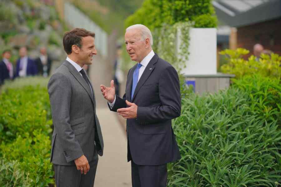 Biden and Macron discuss Russia and China on the margins of the G7 summit