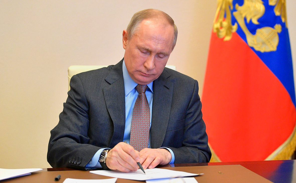 Putin signs law on Russia's withdrawal from Open Skies Treaty