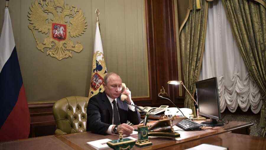 Putin discusses climate issues with US presidential special envoy by phone