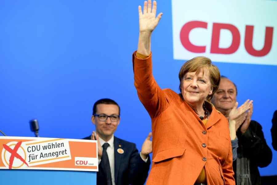Merkel's party ratings plummet before the election