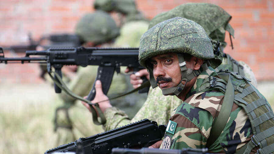 Two Pakistani soldiers killed in Afghanistan border area