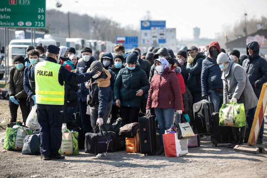 Research shows Ukrainians leaving the country en masse for Poland for the purpose of employment