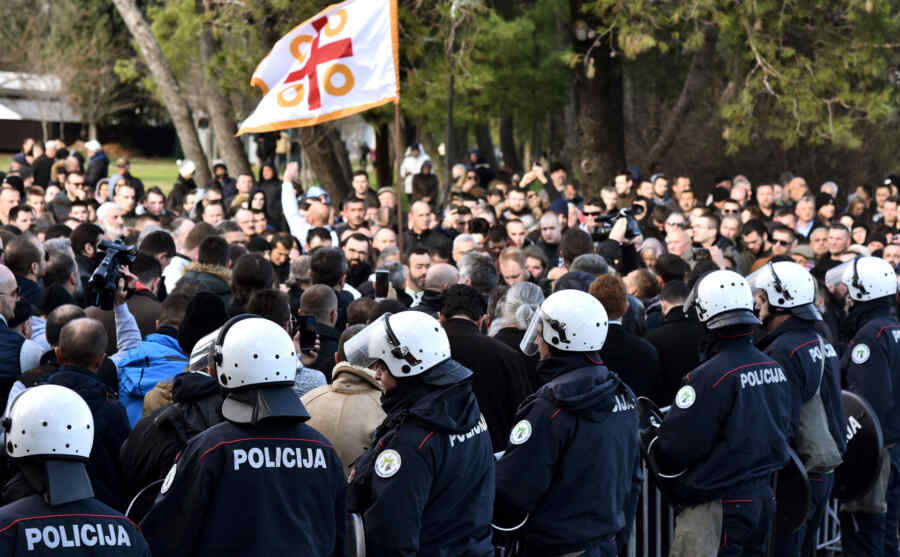 Montenegro: police used tear gas to disperse protesters