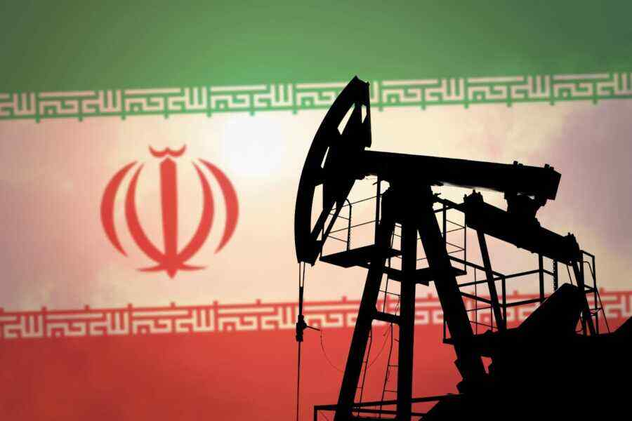 Reuters: US demands China to cut Iranian oil purchases