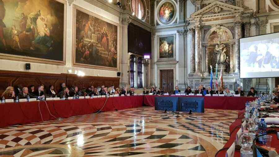 """The Venice Commission will re-examine the """"de-oligarchisation"""" law"""