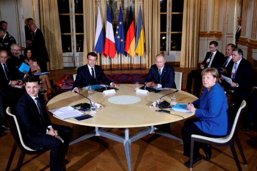 """Ukrainian President says """"Normandy format"""" can resolve conflict in Donbass"""