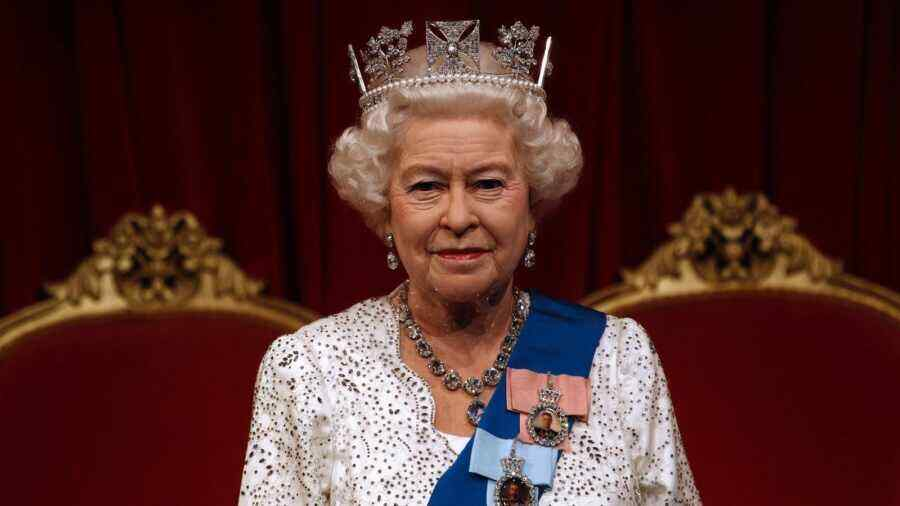 Britain's Queen has responded to a letter from Crimean schoolchildren